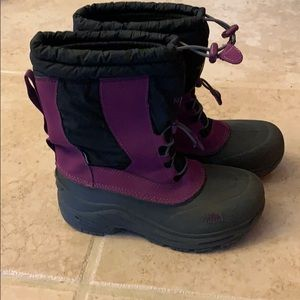 North face snow boots size 4